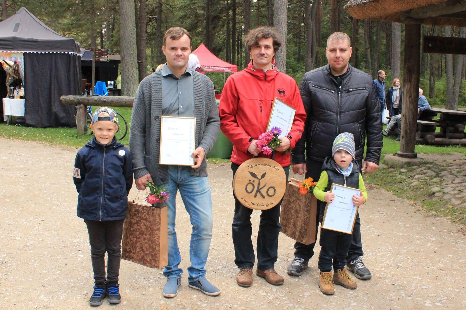 Parima mahetootja konkursi esikolmik, keskel võitja Tiit Mansberg, vasakul Raimo Mihkelson ja paremal Ivar Baumann.
