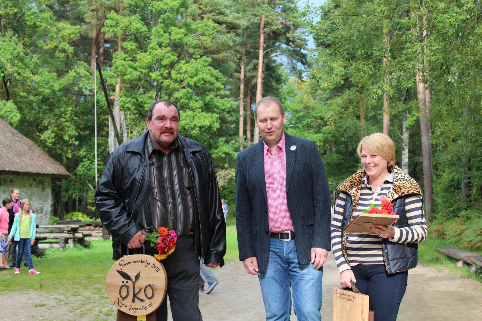 Parim mahetootja 2015 ja Parim mahetoode 2015 konkursside võitjad koos maaeluministriga